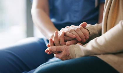 Under koronapandemien må mange brystkreftberørte isolere seg. Vi håper disse rådene kan hjelpe deg.