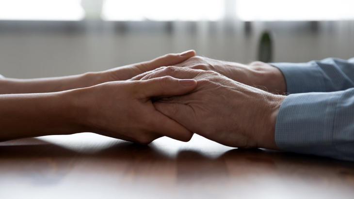 Brystkreftforeningen har i lang tid jobbet for å løfte fram pårørende. Foto: Istock / Brystkreftforeningen.