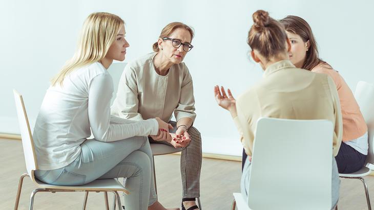 Gruppe med kvinner på rehabilitering