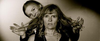 Morens hårtap blir filminformasjon for unge